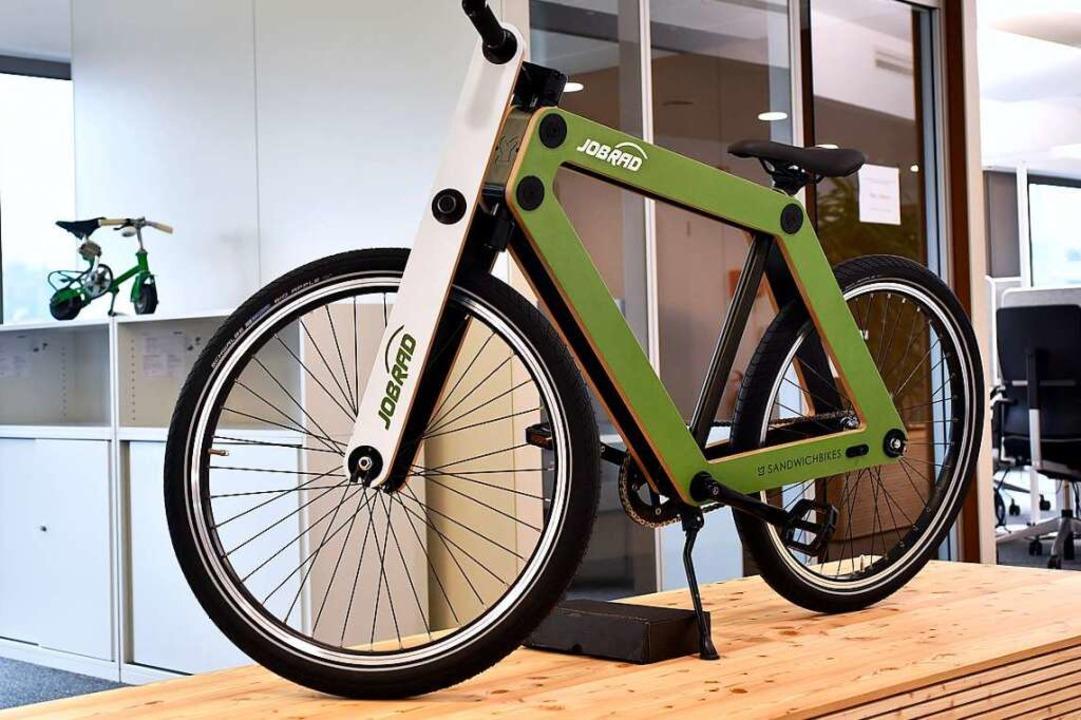Auch im Büro stehen Fahrräder in allen Größen.  | Foto: Thomas Kunz
