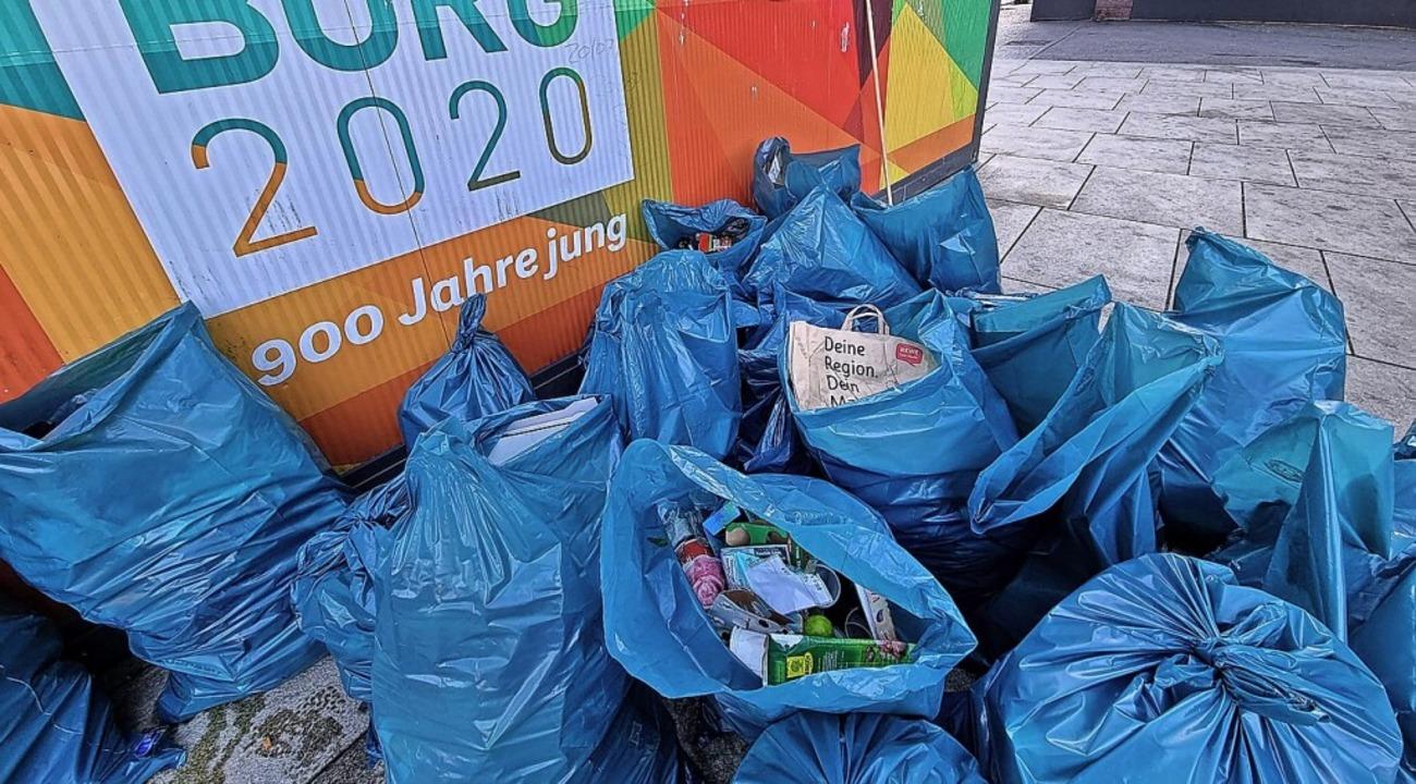 """Die """"Bürger für Freiburg"""" ...auf dem Platz der Alten Synagoge ein.     Foto: Bürger für Freiburg"""