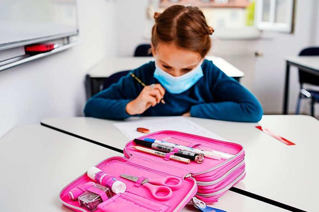Die Maskenpflicht für Schülerinnen und Schüler könnte sich bald ändern.    Foto: Uwe Anspach (dpa)