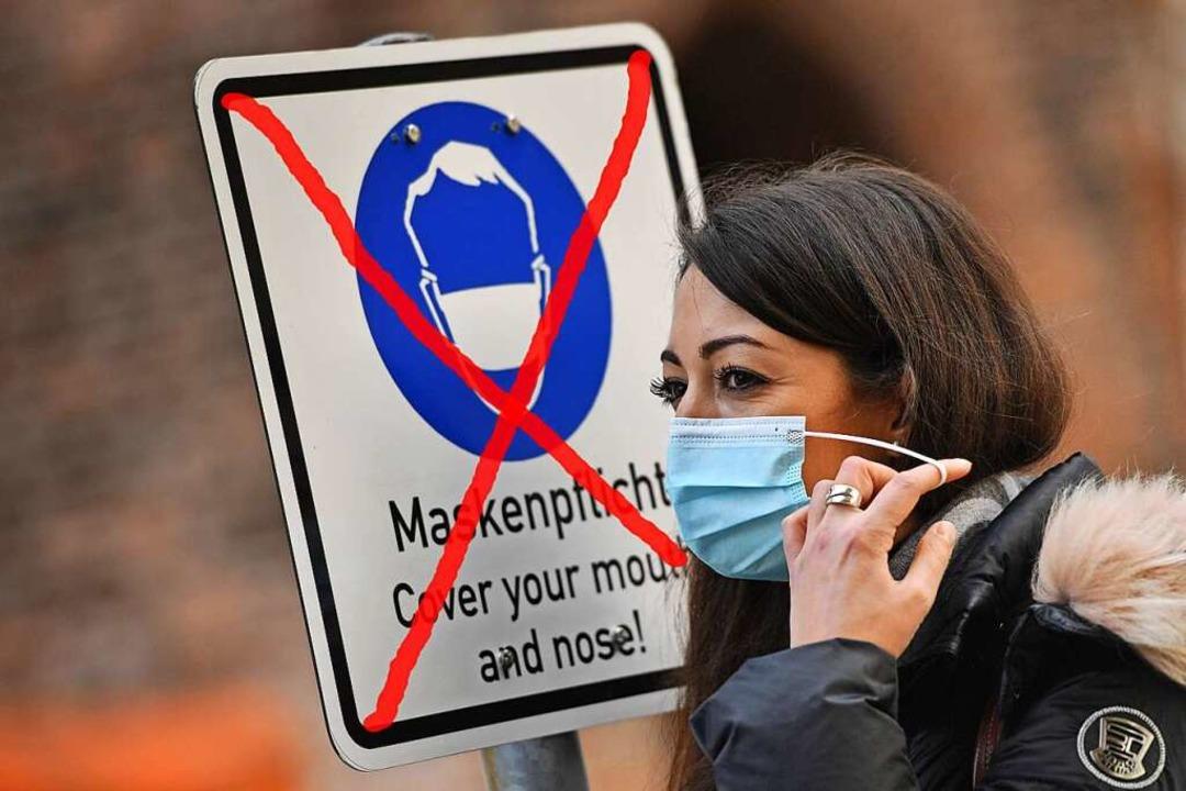 Im Freien wird die Maskenpflicht wohl bald entfallen.  | Foto: Frank Hoermann/SVEN SIMON via www.imago-images.de