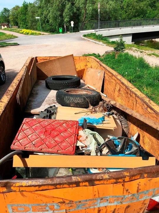 ...füllen schonmal ganze Container bei der Wieseputzete.    Foto: Privat