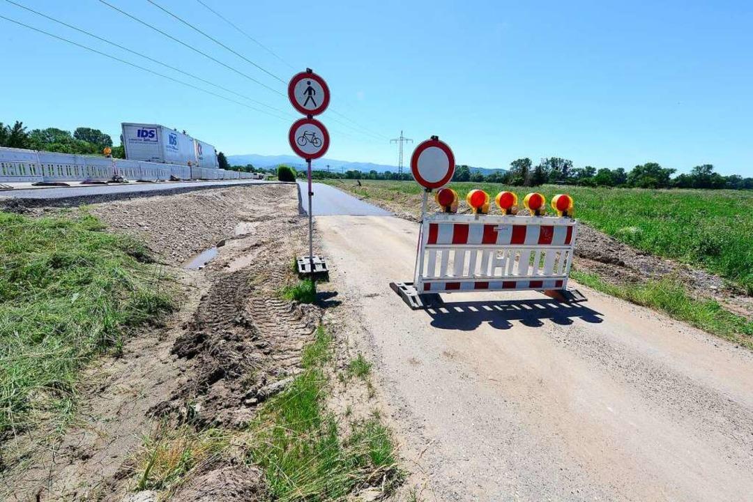 Eine Erschließungsstraße für Baustelle...s asphaltiert, ist aber noch gesperrt.  | Foto: Ingo Schneider