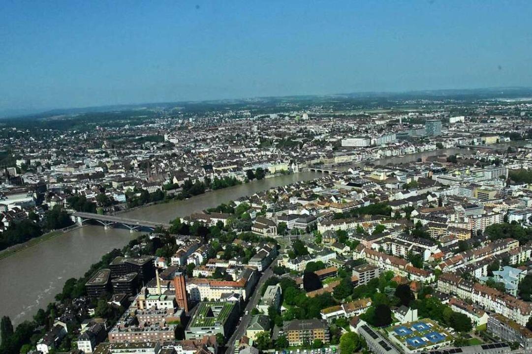 Direkt am Fuße des Turms strömt der Rhein vorbei.  | Foto: Kathrin Ganter
