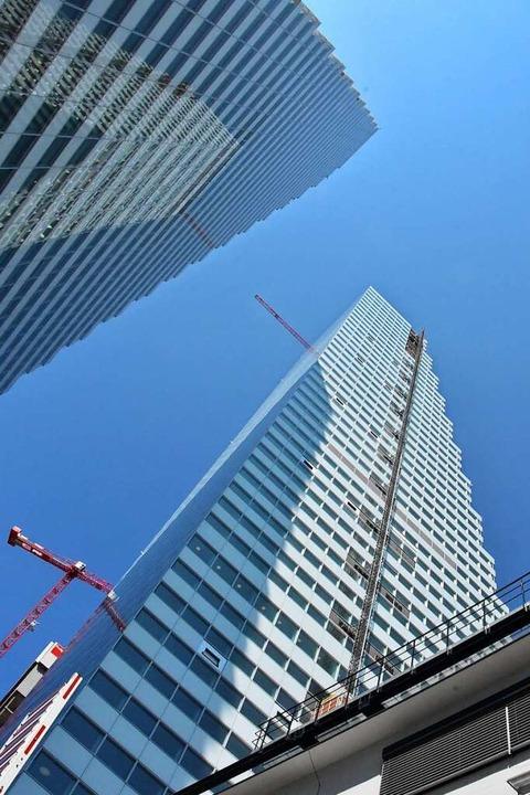 Mit insgesamt 205 Metern Höhe überragt...nen Zwillingsturm, Bau 1, um 28 Meter.  | Foto: Kathrin Ganter