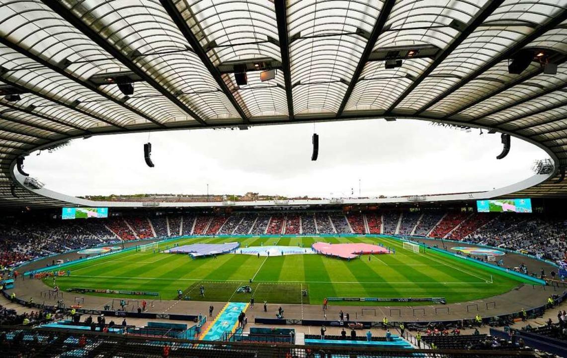 Eines der EM-Stadien ist das Stadion H...rk in der Stadt Glasgow in Schottland.  | Foto: Owen Humphreys (dpa)