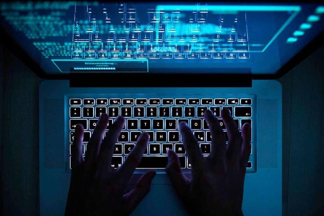 Straftaten im Internet stellen die Ermittler vor große Herausforderungen.  | Foto: Silas Stein