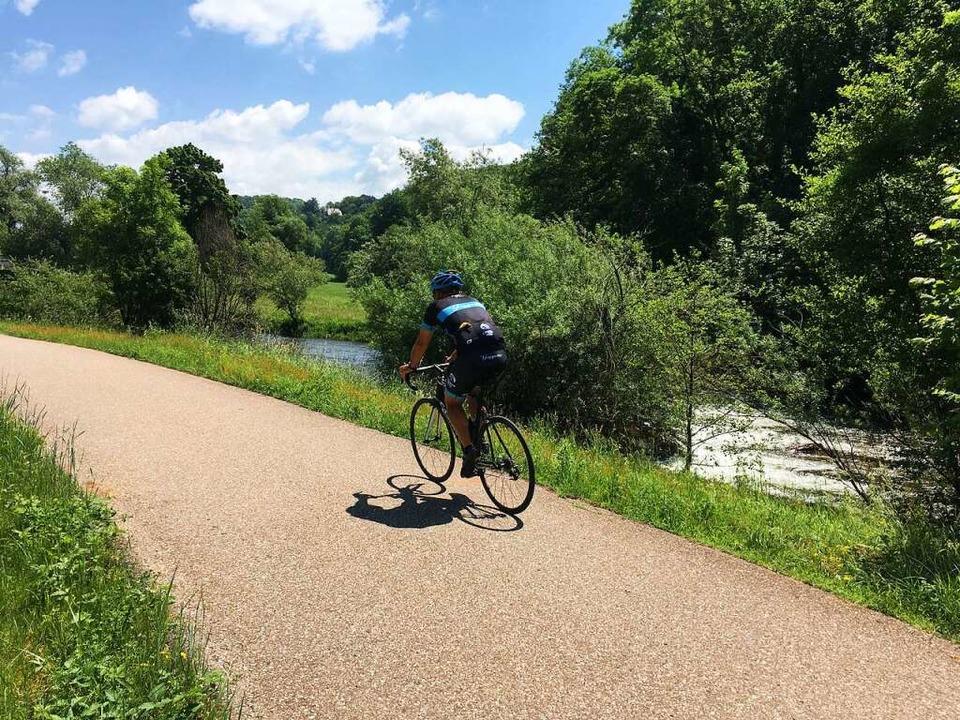 Radfahren am Fluss ist auch im Kreis L... ein Vergnügen, wie hier an der Wiese.  | Foto: Willi Adam
