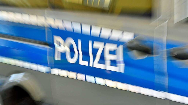 Die Tatverdächtigen fuhren vom Lebensm...Wagen mit Lörracher Kennzeichen davon.  | Foto: Michael Bamberger