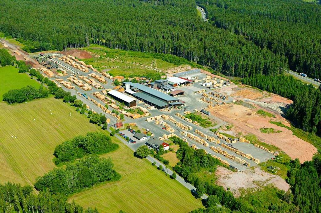 Blick auf das Holzwerk Rötenbach. Es w...d hat den  Betrieb wieder aufgenommen.  | Foto: ante holz GmbH