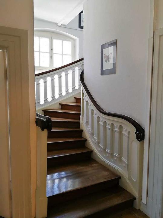 Wirkt auch heute noch vornehm: das Treppenhaus der Villa.  | Foto: privat