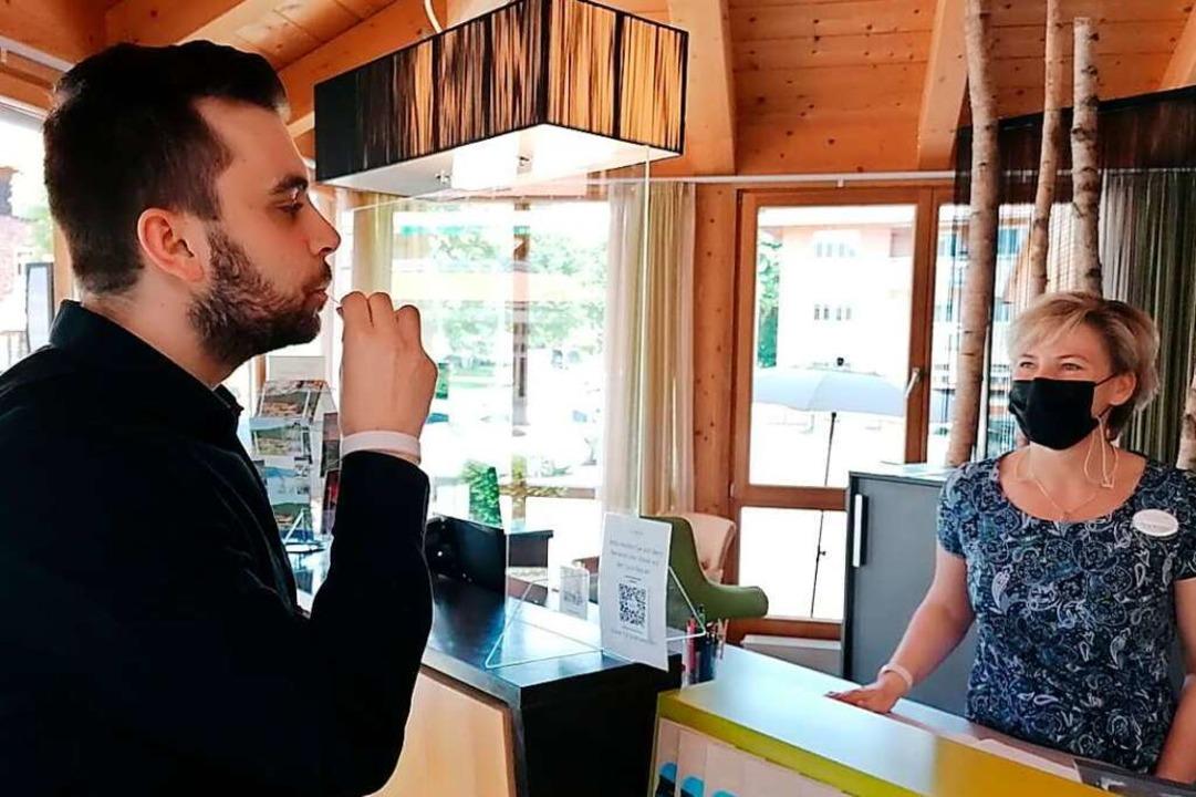 Die Tests im Modellversuch werden in fünf Schwarzwald-Hotels durchgeführt.  | Foto: HTG