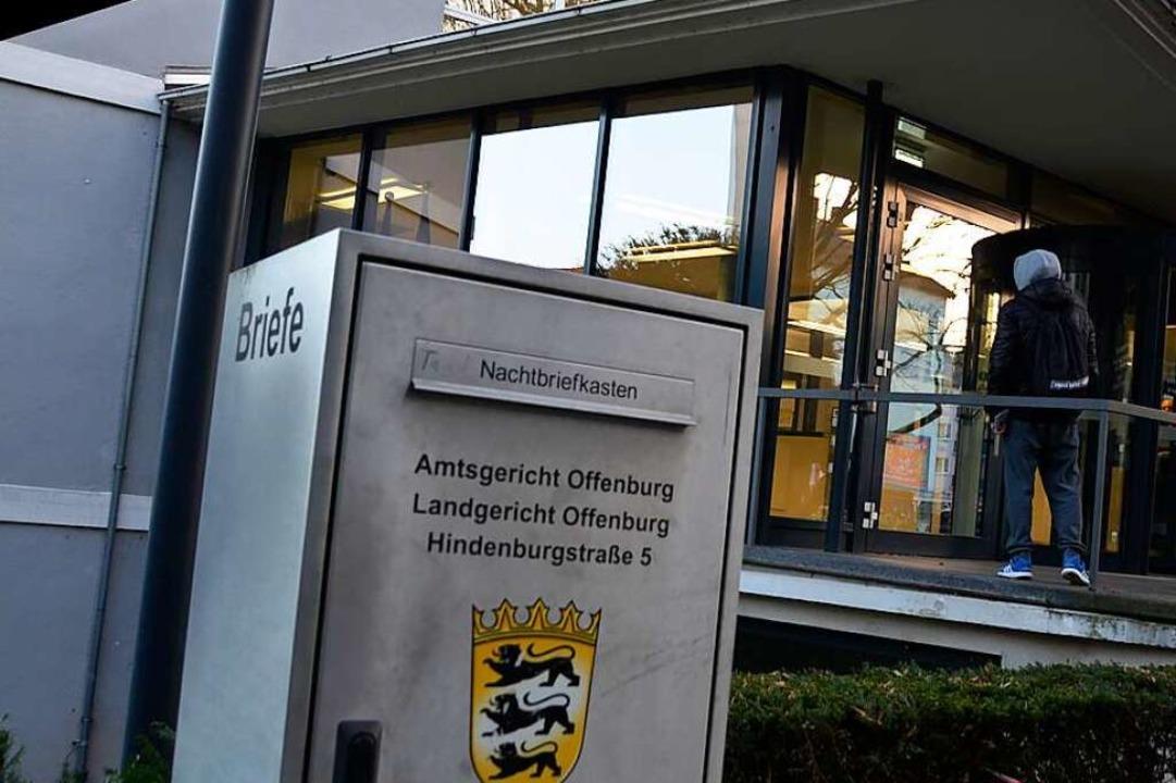Vor dem Landgericht Offenburg muss sic...erletzung mit Todesfolge verantworten.  | Foto: hrö