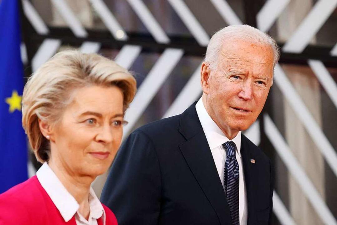 Präsident Biden mit Kommissionspräsidentin von der Leyen  | Foto: KENZO TRIBOUILLARD