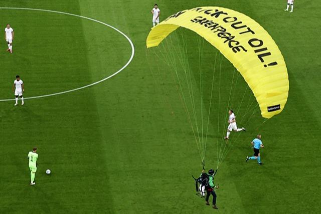 Was steckt hinter der missglückten Greenpeace-Aktion vor dem Spiel?