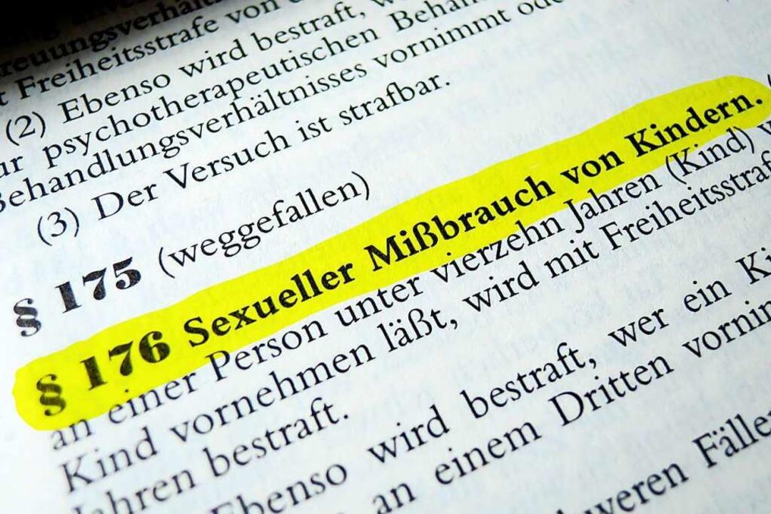 Im Strafgesetzbuch ist der sexuelle Mi... Kindern unter 14 Jahren sind strafbar  | Foto: Manuel Schönfeld (Adobe Stock)