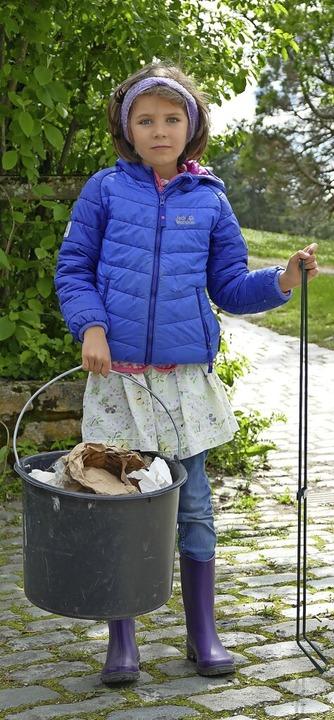 Schülerin Clara hat mit ihren Freunden im Seepark in Freiburg Müll gesammelt.    Foto: Silke Kohlmann
