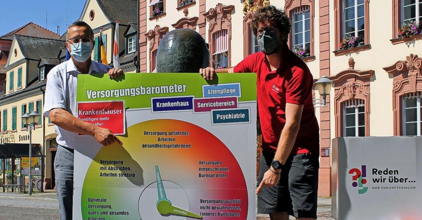 Franz-Xaver Faißt (l.) und DGB-Gewerks...spräch über Gesundheit und Pflege ein.  | Foto: Wolfgang Achnitz
