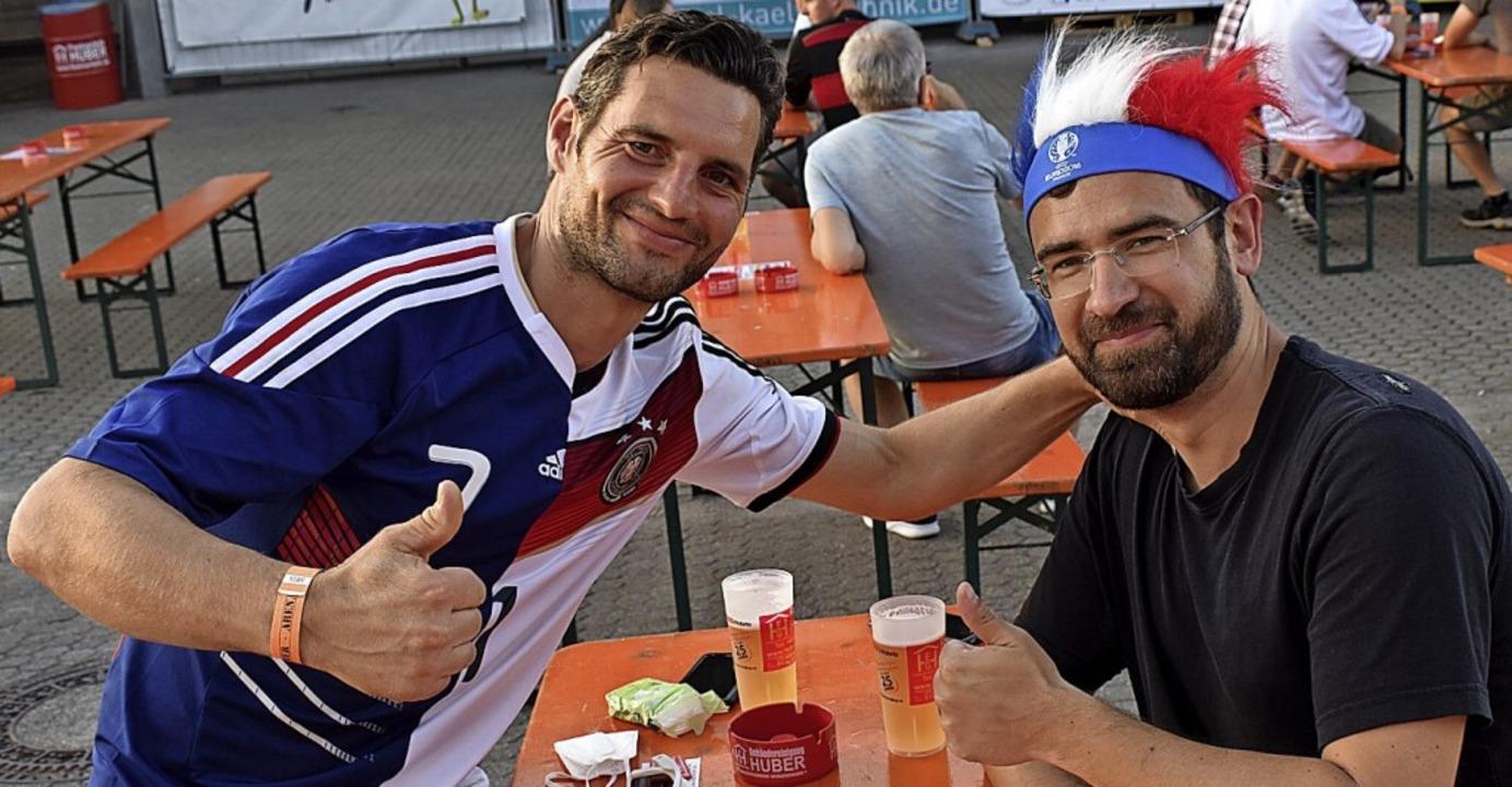 Tobias Gerteis und Nicola Bocquet (von...der Huber-Arena ein Stück Normalität.   | Foto: Hrvoje Miloslavic