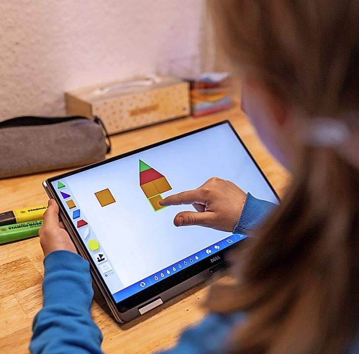 Im digitalen Unterricht können Schüler...erinnen spielerische Lern-Apps nutzen.  | Foto: Florian Schuh (dpa)