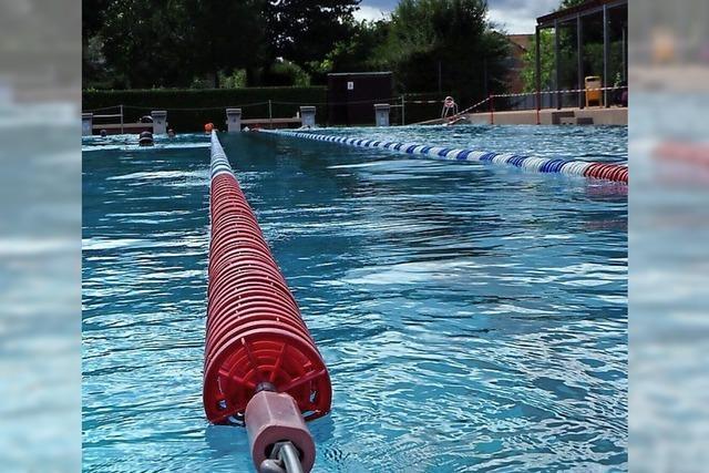 Schwimmbad stockt auf