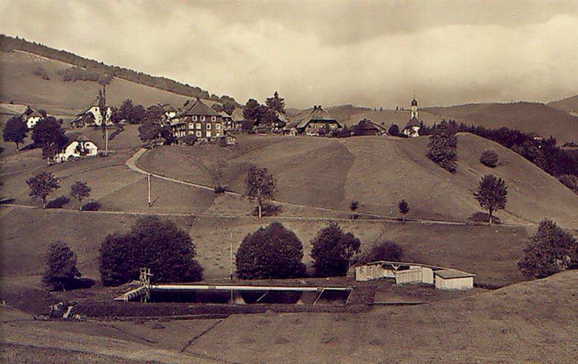 Dort, wo sich heute ein Spielplatz bef... den 1940er Jahren ein Freischwimmbad.  | Foto: Repro Ulrike Spiegelhalter