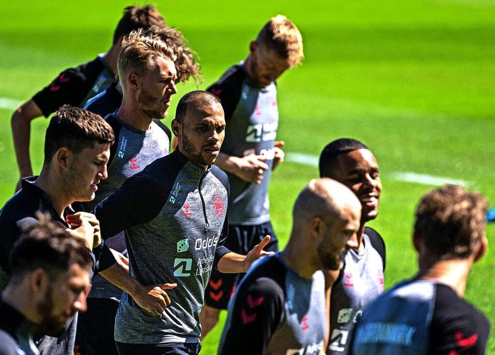 Wollen sich zusammenraufen: Dänemarks Nationalspieler    Foto: JONATHAN NACKSTRAND (AFP)