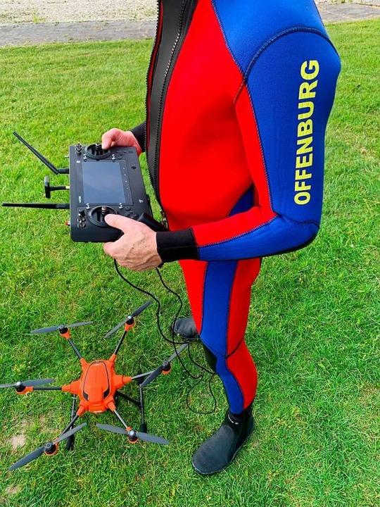 Auch eine Drohne mit Wärmebildkamera kommt bei der Suche zum Einsatz.  | Foto: Helmut Seller