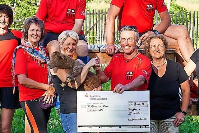 Buggingens Läufer und Radler spenden fast 10.000 Euro für Fußball-Jugend und