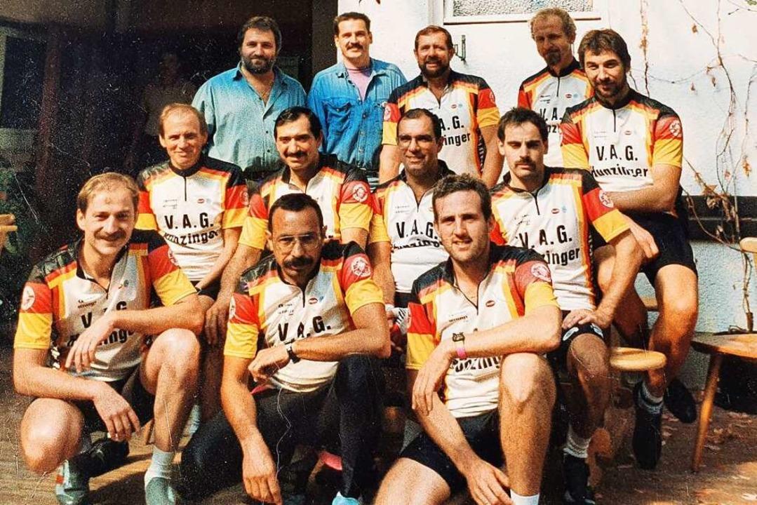 Flotte Truppe: Das Foto der Radsportle... Zweiter von links: Peter Goldenberg).    Foto: Hannes Selz