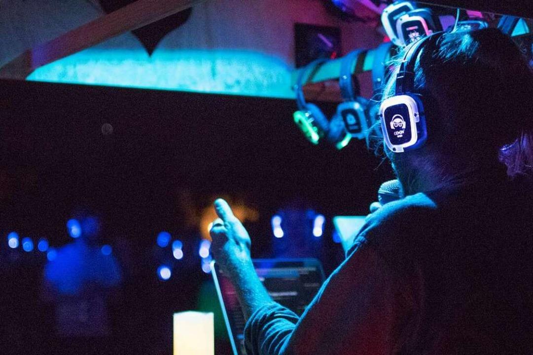 Jeder Gast bekommt seinen eigenen Kopfhörer.    Foto: Ebert