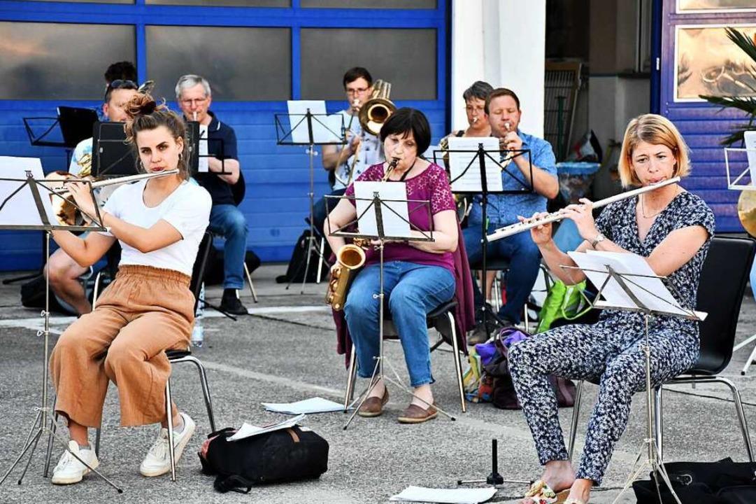 Erste Probe Stadtmusik im Jahr 2021 im Hof der Halle 9  | Foto: Barbara Ruda