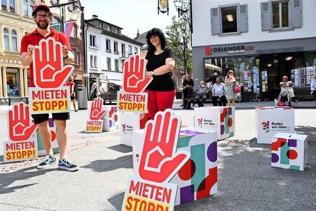 Der DGB macht bei einer Kundgebung in Lörrach auf steigende Mieten aufmerksam