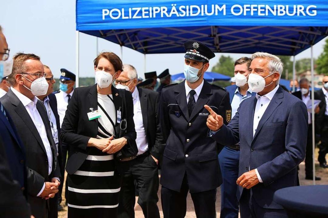 Landespolizeipräsidentin Stefanie Hinz...Strobl bei der Ankunft in Nonnenweier.  | Foto: Christoph Breithaupt