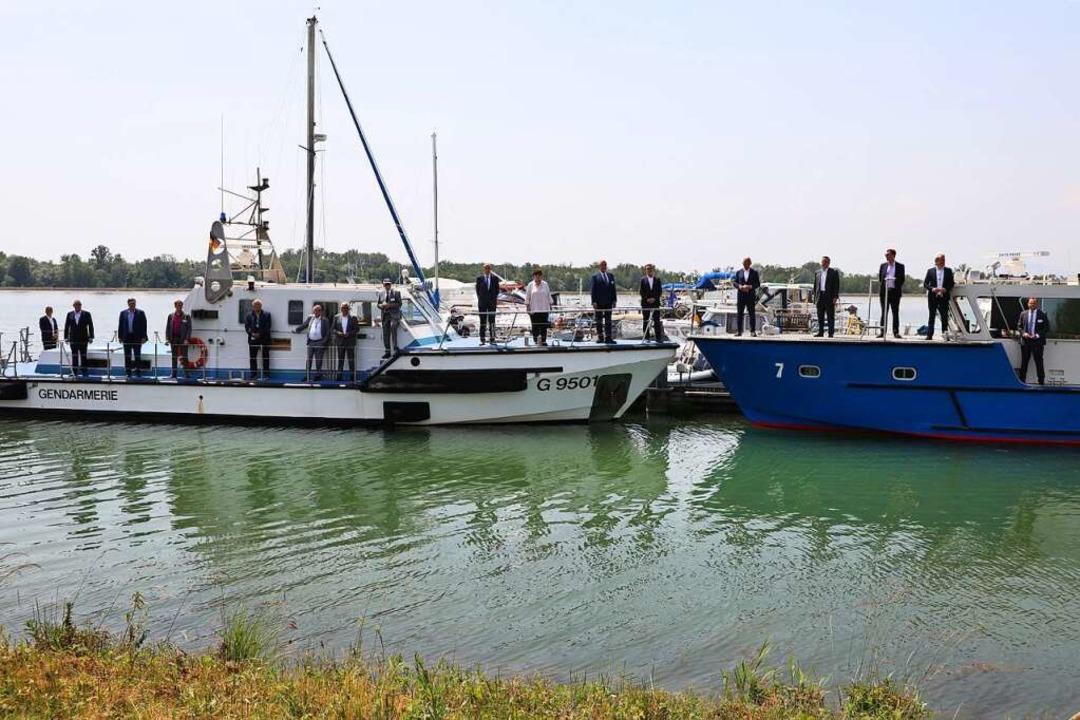 Die Innenminister der Länder posierten...inem Boot von Gendarmerie und Polizei.  | Foto: Christoph Breithaupt