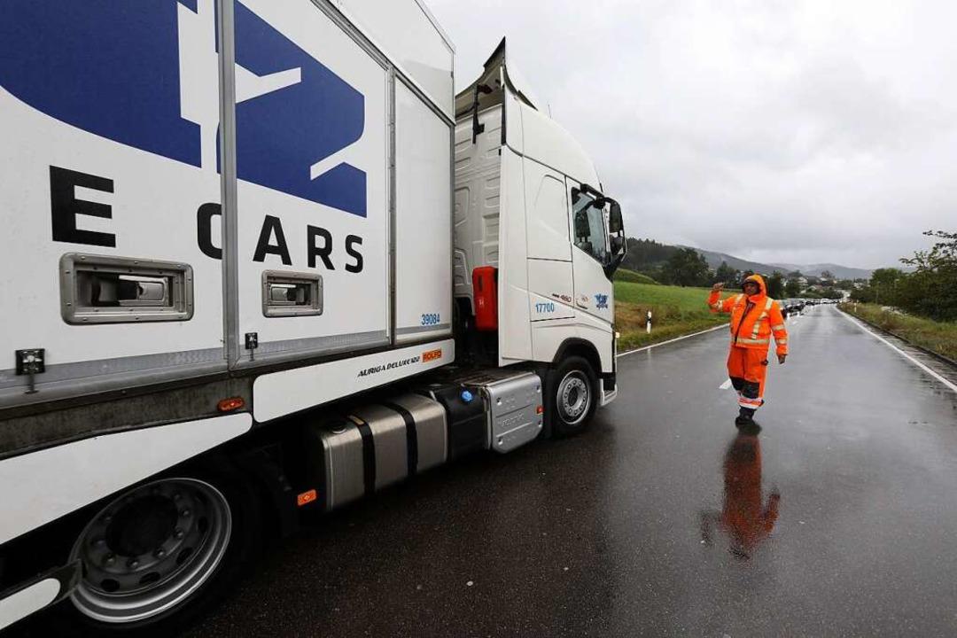 Lkw müssen draußen bleiben – das...iges Verbot gibt, ist weiterhin offen.  | Foto: Christoph Breithaupt
