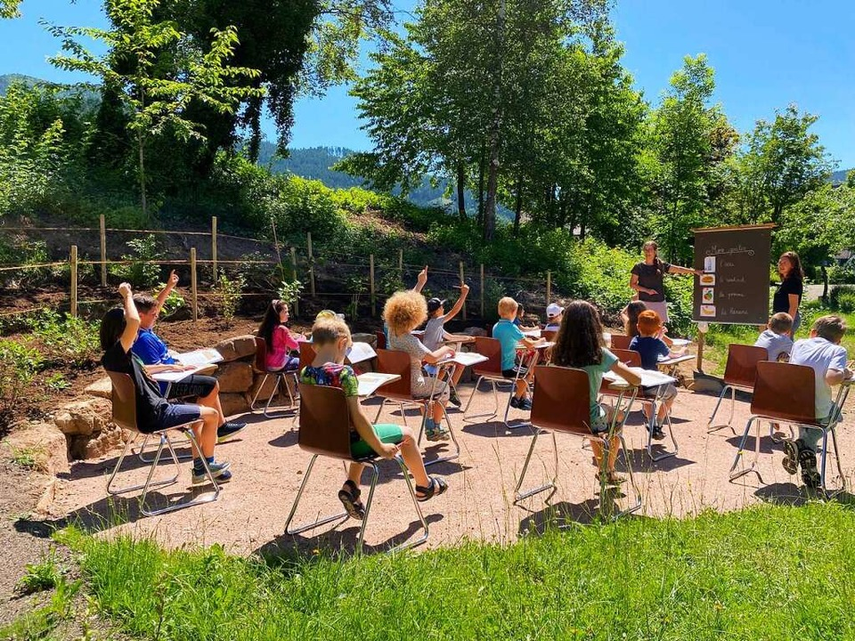 Französischunterricht der Klasse 2 mit...örner und Referendarin Pauline Schatz.  | Foto: privat