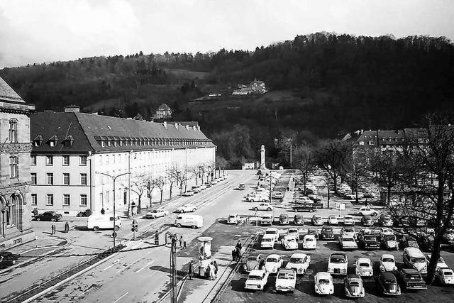 Mitte der 50er Jahre gab's in Freiburgs City Parkplätze satt