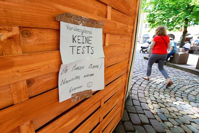 Bekam Besuch vom Amt, war ein paar Tag...er Testcontainer auf dem Rathausplatz.  | Foto: Ingo Schneider