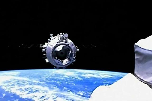 Warum fliegen Astronauten in den Weltraum?