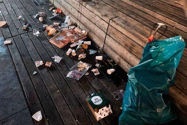 Müll und Urin auf Freiburger Platz der Alten Synagoge nehmen überhand
