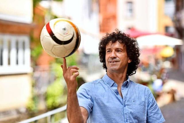 Der Portugiese Nuno Neves schaut Fußball und empfiehlt Kabeljau-Kroketten