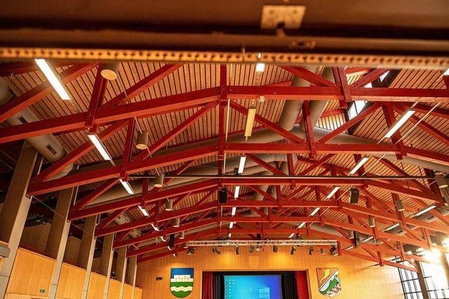 Bei Starkregen ist das Dach der Wiesentalhalle nicht mehr dicht