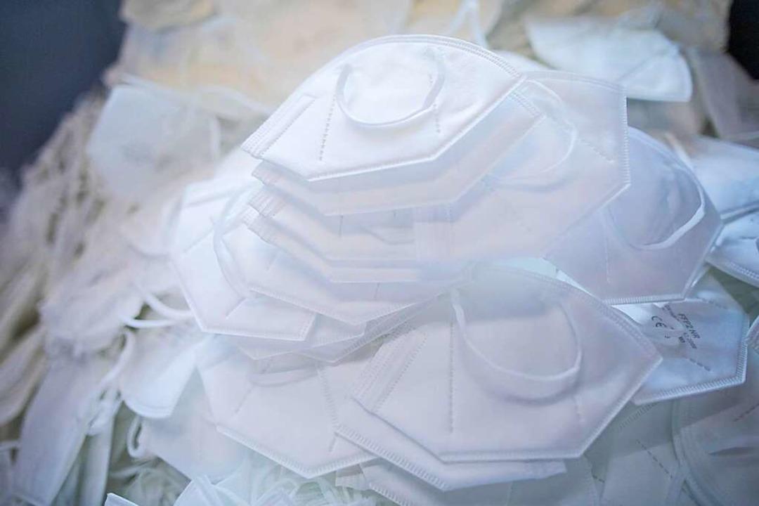 FFP2-Schutzmasken gibt es normiert bis...illen der Bundesregierung bald ändern.  | Foto: Rolf Vennenbernd (dpa)