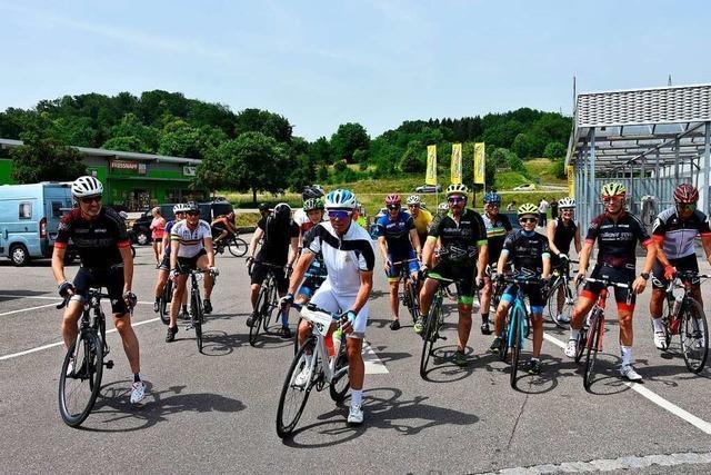 30 Rheinfelder Rennradfahrer trotzen der Hitze für den guten Zweck