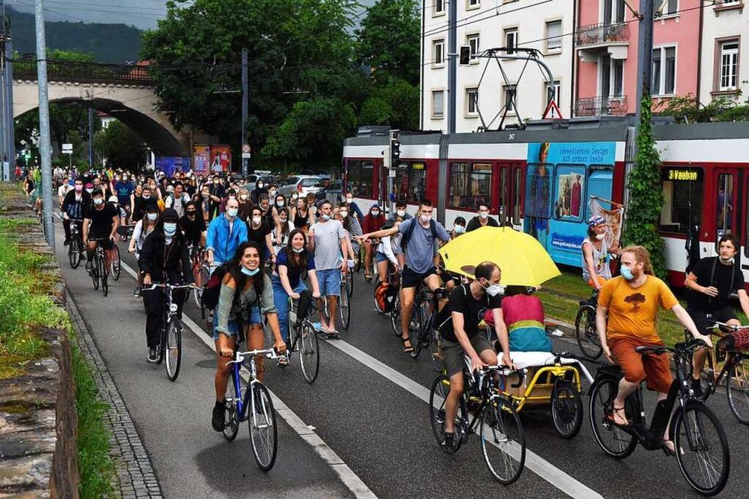 Die Fahrrad-Demo in der Merzhauser-Straße.  | Foto: Rita Eggstein