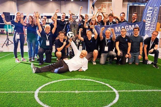 Teams der Hochschule Offenburg nehmen an Roboter-Fußball-WM teil