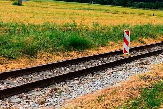 Unbekannte blockieren Gleise der Kandertalbahn mit Hindernissen