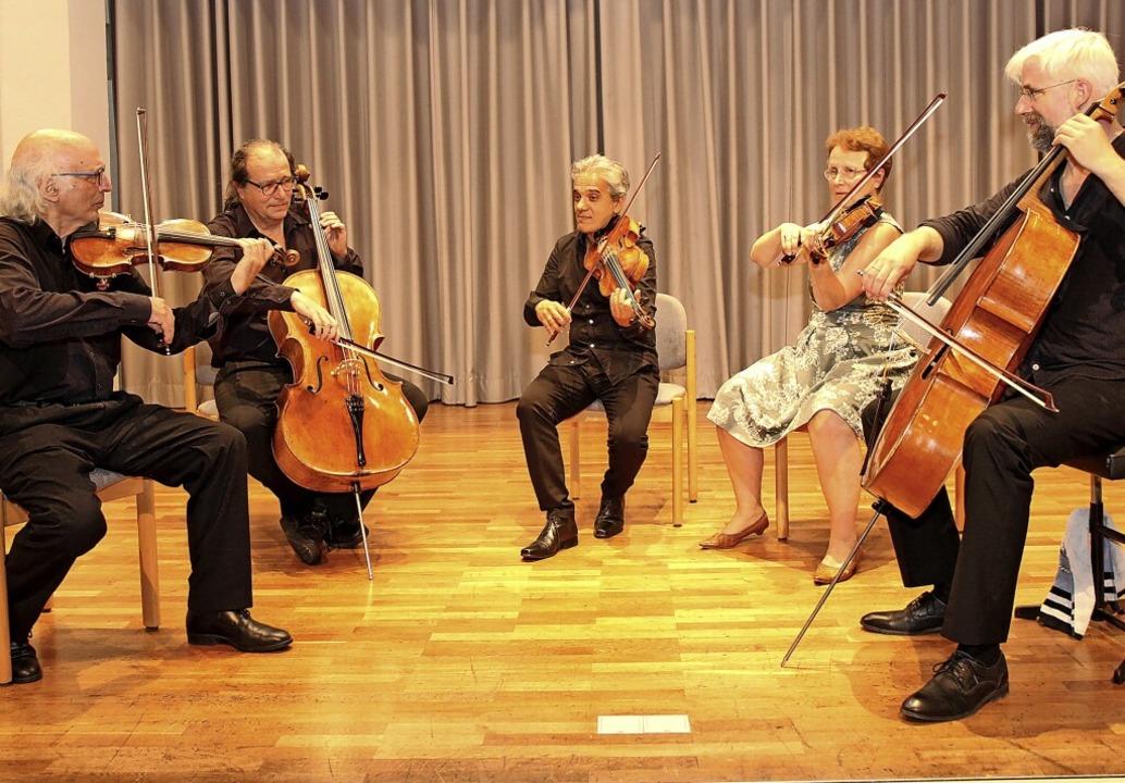 Das Segantini-Quartett mit Antonio Pel...atthias Kuhn kurzzeitig zum Quintett.     Foto: Dagmar Barber