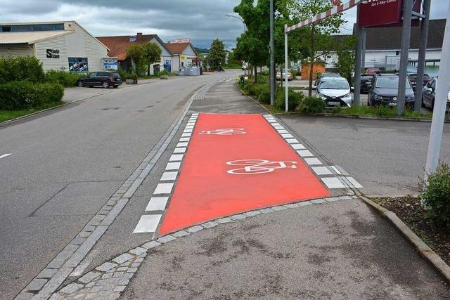 Drei verschiedene Radwegfurten innerhalb von 100 Metern in Eimeldingen