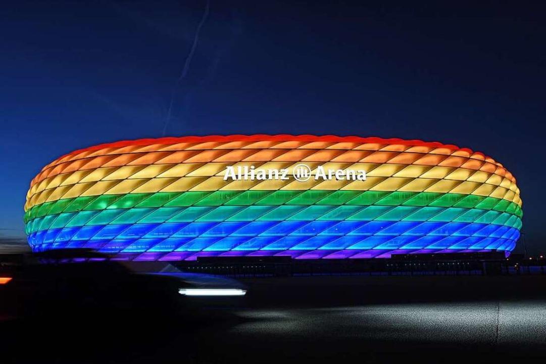 Ein europaweit sichtbares Zeichen gege...ete Arena in München am Mittwoch sein.  | Foto: Tobias Hase (dpa)